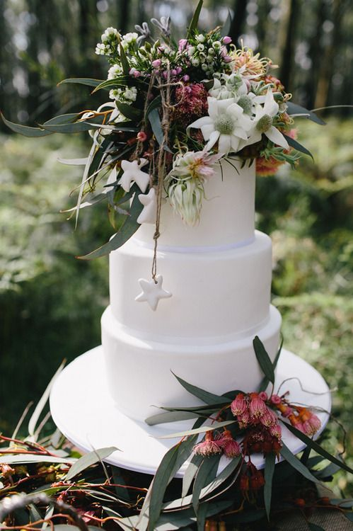 A beautiful Australian Christmas wedding cake with... - Whimsical Wedding Bliss