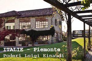PODERI LUIGI EINAUDI - PIEMONTE - ITALIË.  Bij Poderi Einaudi draait alles om wijn. Het landschap wordt gedomineerd door wijngaarden die de beroemdste wijnen ter wereld produceren. De kamers van het historische landhuis zijn klassiek ingericht met modern comfort en hebben stuk voor stuk een geweldig uitzicht op de Italiaanse Alpen.   Hier krijgt u een uitgebreide rondleiding door de ondergrondse kelders en kunnen veeleisende wijnliefhebbers hun slag slaan.