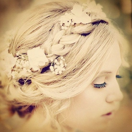 Dreams Into Dresses: The 7 Best Pretty Hairstyles for Your Wedding Day