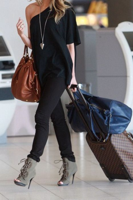 traveling in style: Airports Style, Black Outfits, Airports Chic, All Black, Street Style, One Shoulder, Airports Outfits, Travel Style, Travel Outfits