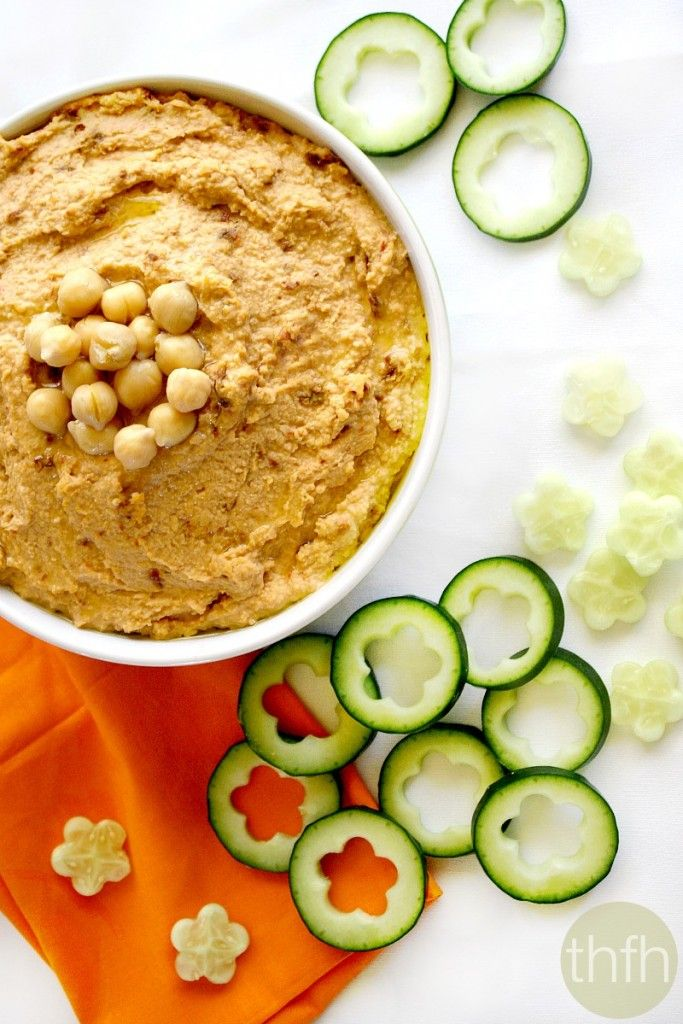 Clean Eating Vegan Sun-Dried Tomato Hummus...made with clean ingredients and it's vegan, gluten-free and dairy-free!