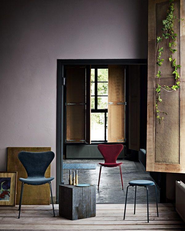 L'iconica sedia Serie 7 di Republic of Fritz Hansen si veste di velluto con una nuova collezione in collaborazione con il brand di moda Lala Berlin.