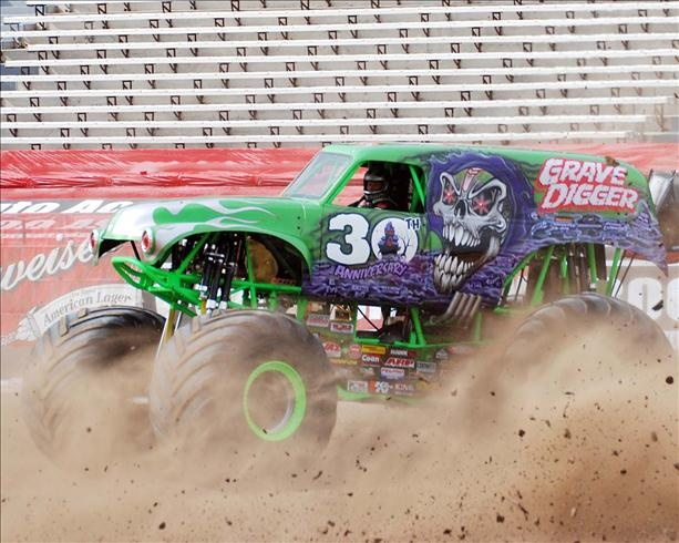 Grave Digger kicking up the dust