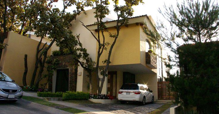 Casas en Venta en Bosques de Bugambilias  http://casasenventaenguadalajara.com/casas-en-venta/casa-en-bosques-de-bugambilias-zapopan