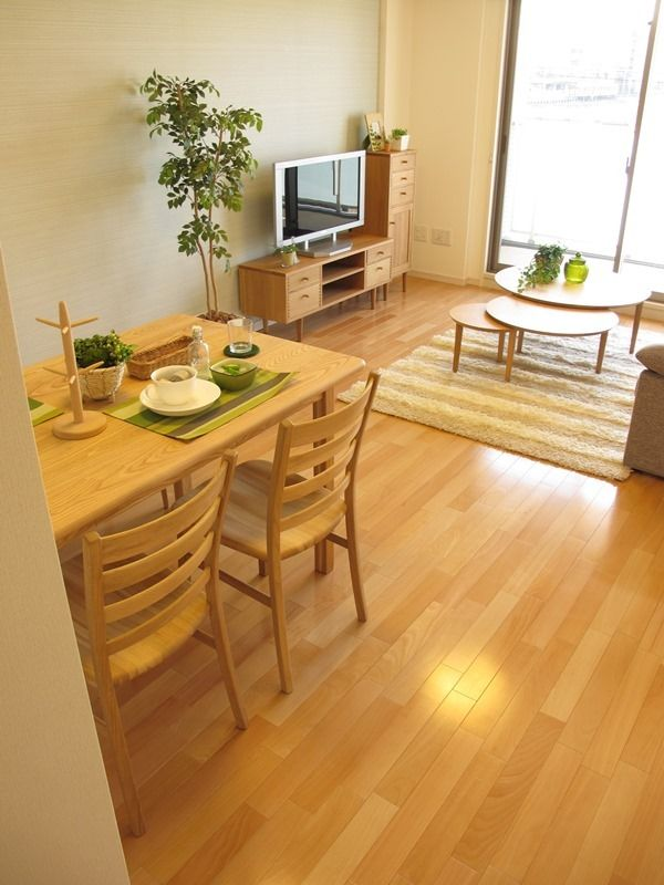 タモ材のダイニングテーブルとナラ材のチェアを合せたコーディネート事例!丸みのあるデザインで統一されたリビングダイニング空間です