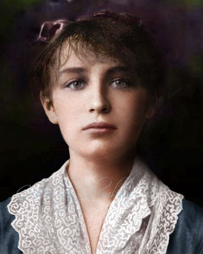 Camille Claudel..1884, she started working in Rodin' s workshop. Claudel became a source of inspiration, his model, his confidante and lover. She never lived with Rodin, who was reluctant to end his 20-year relationship with Rose Beuret. Knowledge of the affair agitated her family, especially her mother.  In 1892, after an unwanted abortion, Claudel ended the intimate aspect of her relationship with Rodin . Камилла  Клодель - французский скульптор и художник-график.