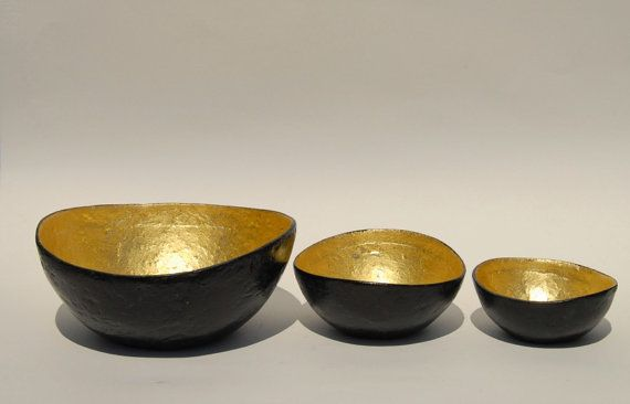 Bowl paper mache universal black with gold leaf