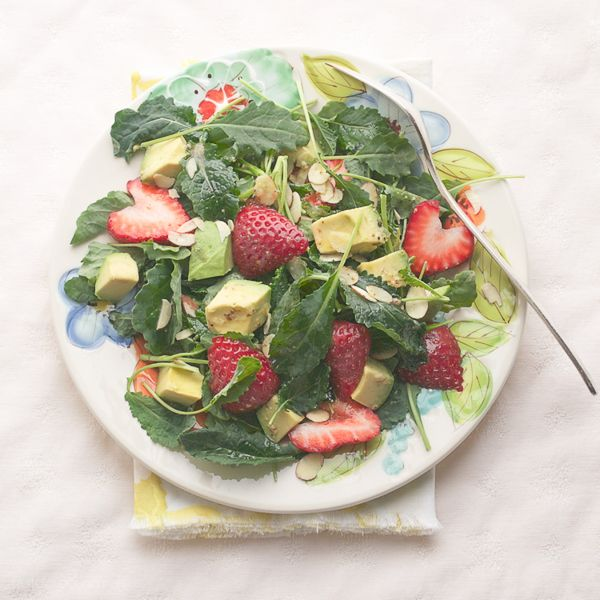 Baby Kale Salad with Strawberry and Avocado by Taste Love & Nourish: Healthier Recipes, Kale Salads, Simple Lemon, Avocado, Healthy Eating, Baby Kale Salad Dresses, Lemon Vinaigrette, Healthy Food, Arugula Salad