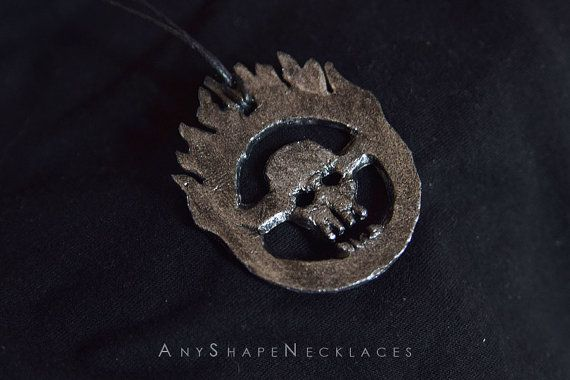 Mad Max Fury Road Skull Logo Immontan Joe par AnyShapeNecklaces