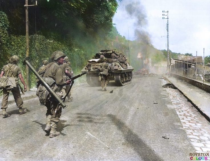 Men of the US 5th Infantry Division advance toward Fontainebleau en route to Paris, France, supported by M10 tank destroyers of the 818th Tank Destroyer Battalion. August 23, 1944