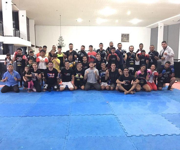 Aulão top demais aos comandos do mestre Samurai na academia golfinhos em São Sebastião-DF. @gabrielbonfi @ismael.marreta @luquevicente @daniel.bev @cerradomma 🏆🏆🏆 #cerradomma #samuraiteam #brasilia #boxing #boxe #boxederua #tmj