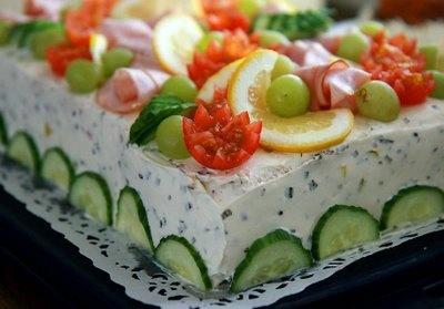 SILLÄ SIPULI: Feta-metwurstipitoinen voileipäkakku
