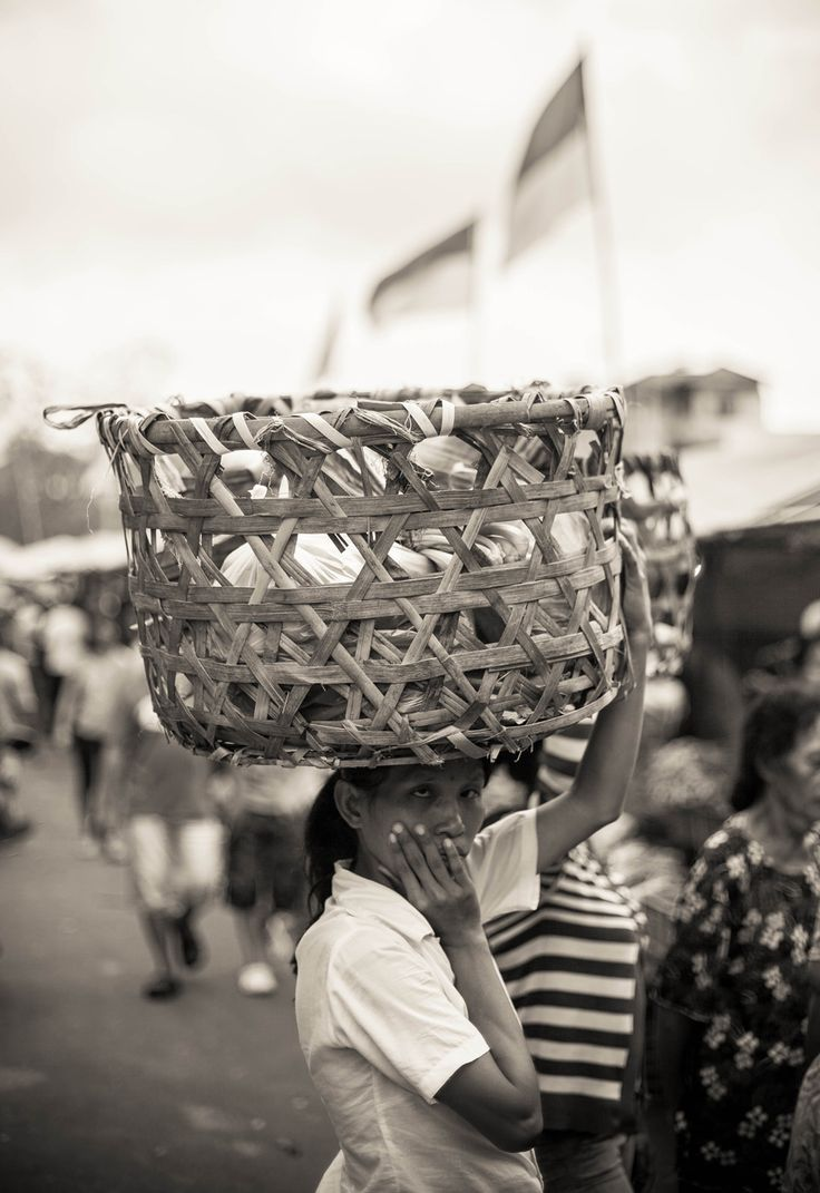 Kibarmu Tak Mampu Halau Beban Hidupku… | DiTrotoar, Street Photography
