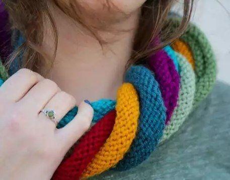 Színes csíkokból kötött sál | Kötni jó - kötés, horgolás leírások, minták, sémarajzok
