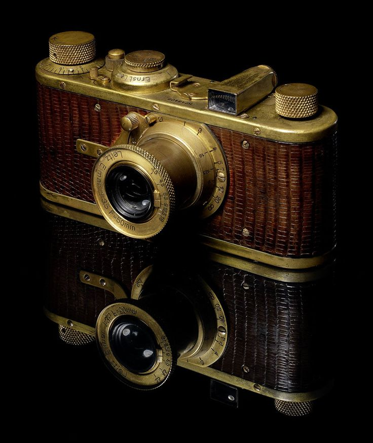 1930 Leica Luxus I camera with 50mm f/3.5 Elmar lens and faux lizard skin -