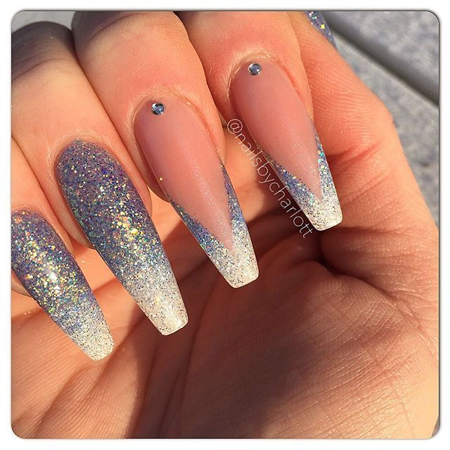 Below Zero ❄️ Inspo from my two of my favorite nailtechs  @solinsnaglar and @kimmienails  (my other favorite nailtech is @saaandrew where I get most of my other designs ispired from)  #nails #nailart #nailpro #nailporn #nailswag #nailtech #gelnails #gelenaglar #gele #gel #nagelteknolog #nagelterapeut #nagelförlängning #nails2inspire #nail #nailstoinspire #nails2inspire #nailstagram #stenungsund •* #req #reqgel #reqlove #reqsweden #reqswe #reqab *• Diamondgel from LE and dry glitter .