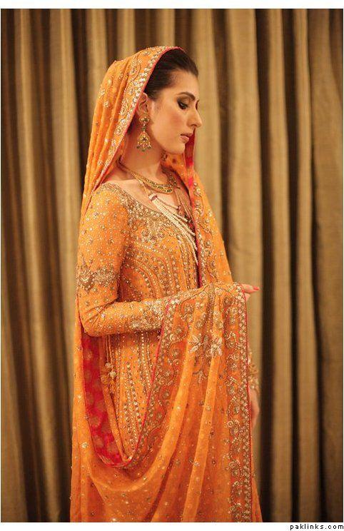 Another awesome Mehndi outfit! Bunto Kazmi