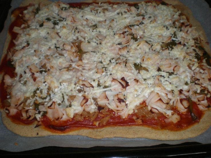 Pizza de atún y pollo Ingredientes (para 4 comensales) Ingredientes para la masa 1 Taza de harina de fuerza 1...