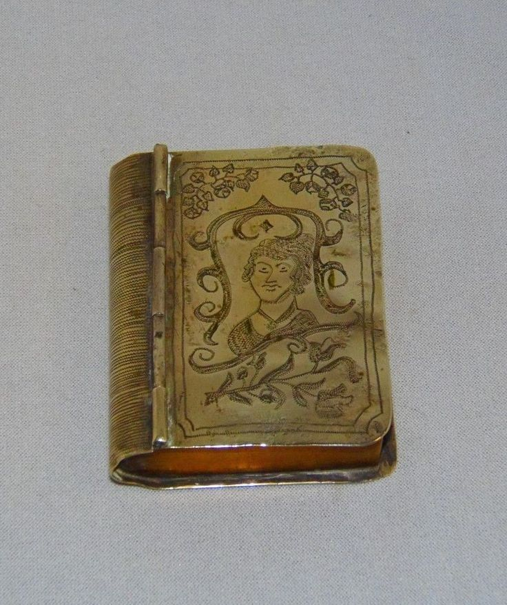 (Henry Collection) WW I.GERMAN TRENCH ART, BOOK SHAPE CIGARETTE CASE, DATED 1914-1919, & INSCRIBED. A VERY NICE PIECE OF FIRST WORLD WAR,  I BELIEVE IT IS A CIGARETTE BOX or POSSIBLY SNUFF BOX, THE MAIN BODY IS A NICKEL OR NICKEL PLATE, AND WHAT IS MEANT TO BE THE PAGES IS BRASS, WITH CRUDE DECORATION AND INSCRIPTION, I WILL DO MY BEST TO GET THE INSCRIPTION CORRECT, BUT SOME LETTERS ARE NOT THAT CLEAR, THE BACK READS, AUS SITWEREN BEITEN, SUM ANDENKEN AN MEINE, GEFANGEN SCHAFT, 1914-1919.