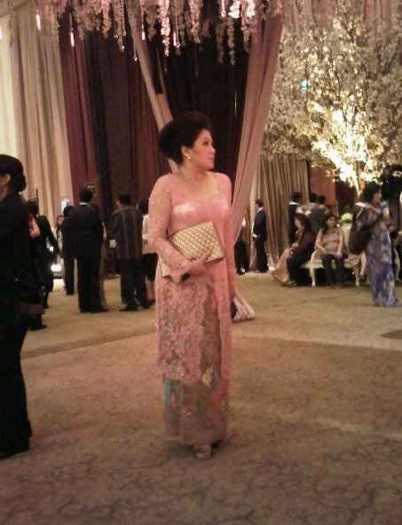 an awesome Balinese songket with pink lace kebaya