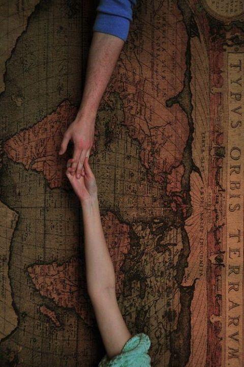 L' affinità che unisce due persone assorbe la distanza sino all' unicità.  Tanya Bì©