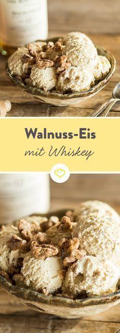 Cremiges Sahneeis trifft auf karamellisierte und mit Zimt gewürzte Walnüsse und hat auch noch ein Quäntchen Whisky im Gepäck. Einfach herrlich.