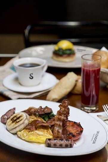 #Splendor Big #Breakfast: Non possono mancare le #Omelette farcite, le uova strapazzate, uova all' occhio di bue o le uova alla coque, sempre accompagnate da bacon croccante, salsiccia, funghi e pomodori grigliati. Da  @Splendor Parthenopes Roma #Roma