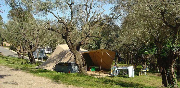 Emplacements de camping pour tentes et caravanes - Camping Var les Philippons ***