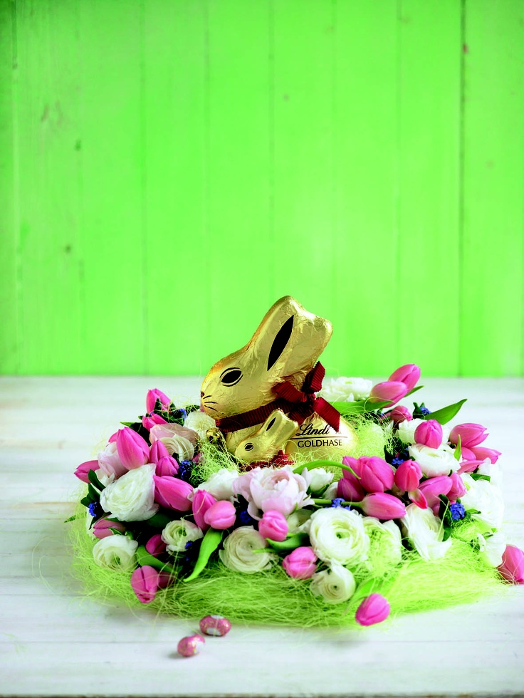 There are so many ways you can give a gold bunny this Easter #Lindt #easter #goldbunny #velikonoce