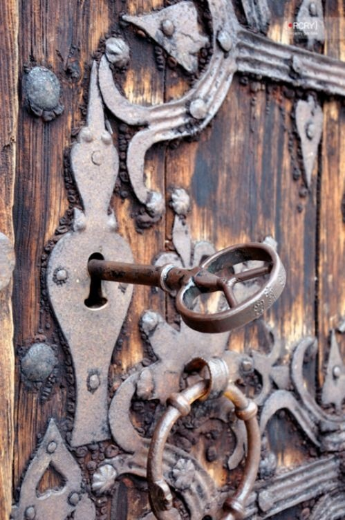 Would love to see the whole door which is home to this ornate lock, key and hinges.