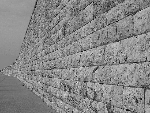 20 muros que dividen razones.