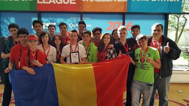 Liceeni de la Colegiul National de Informatica ''Tudor Vianu'' din Bucuresti care au concurat sub numele echipei Autovortex România au castigat locul al treilea la Concursul Mondial de Robotica