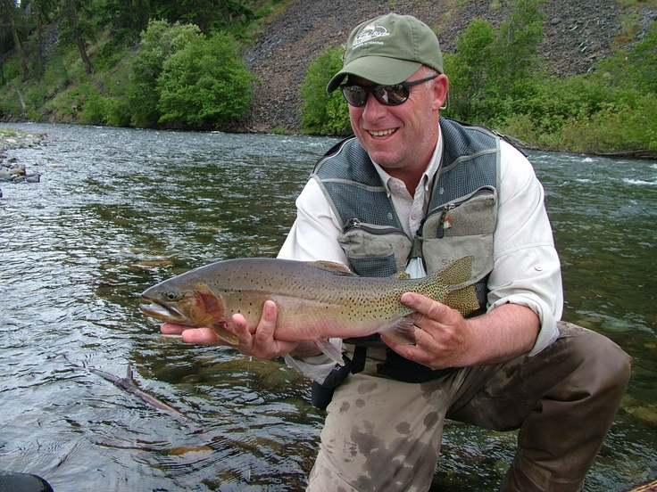 Jack mitchell of the evening hatch fly shop on the naches for Hatch fly fishing