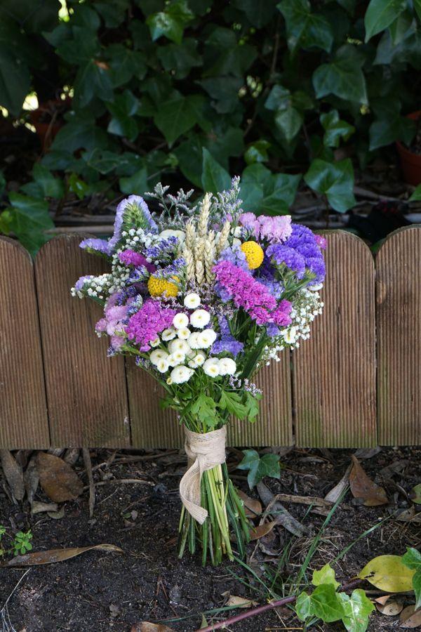 Ramo de novia con siemprevivas, limonium, paniculata y toques de craspedia