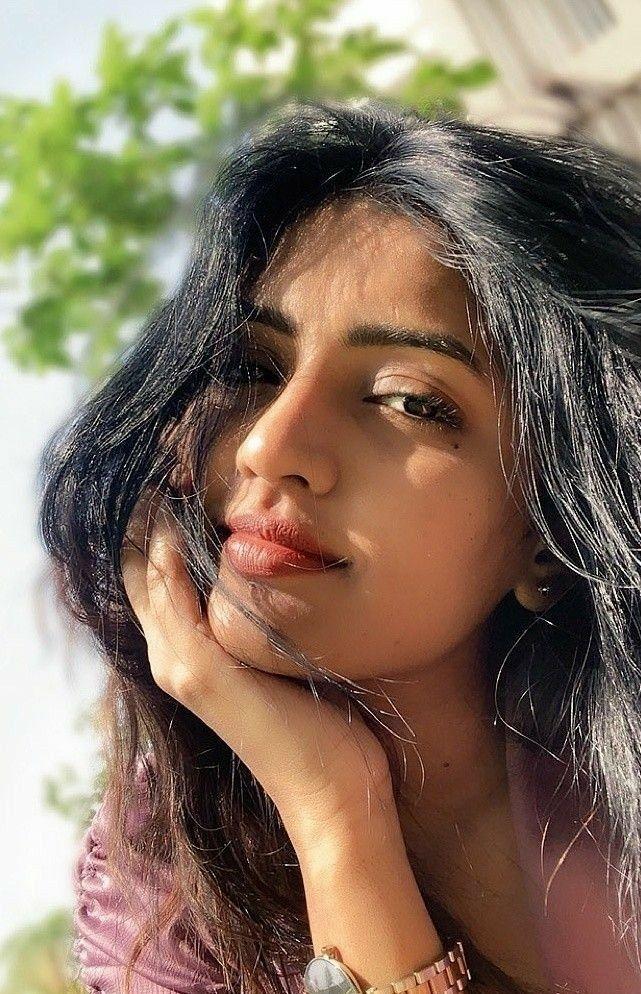 Top 100 Hottest Desi Girls Wallpapers of Pakistani Indian Girls | Sexy & Beautiful Photos of Asian Women - Top 10 Ranker