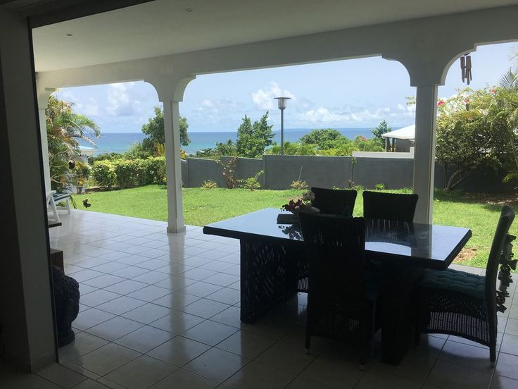 Charming 3 bedroom villa in a very quiet residential area. Swimming pool in a pleasant garden with sea view. The rooms are equipped with double beds .. One of the bedrooms also has a single bed. The villa is equipped ...