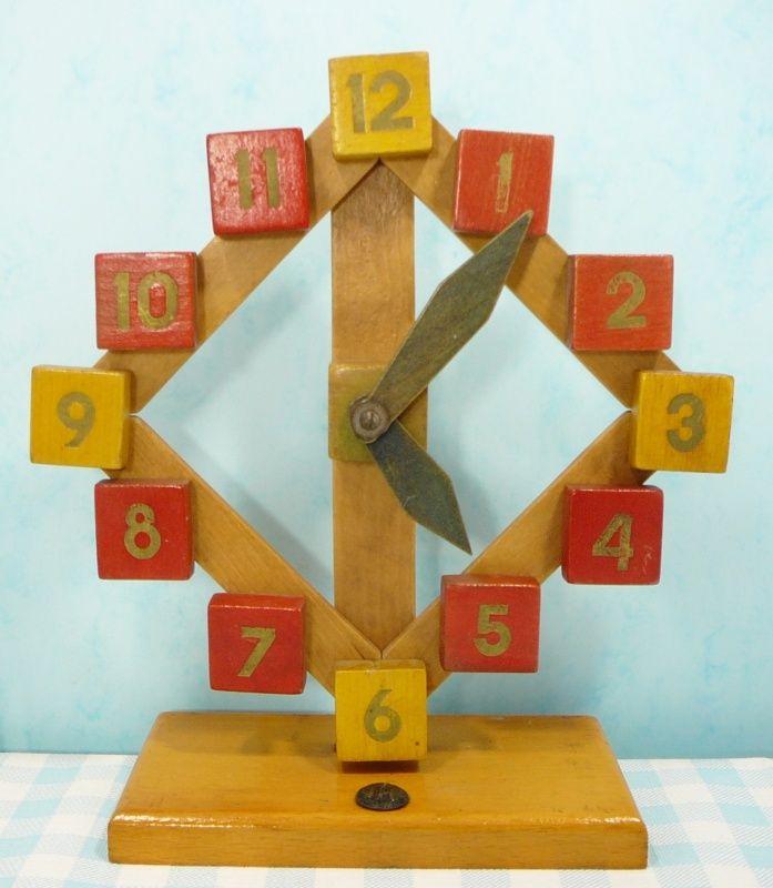 Sio oude houten speelgoed klok - wooden toy clock | Oud speelgoed / Vintage toys | Mies & Mas Vintage Toys & Kitchenware