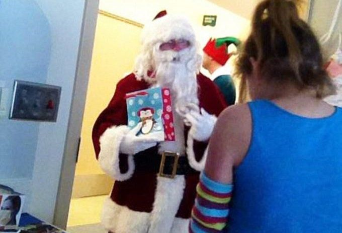 pres. George w. Bush disguises himself as santa & spreads some christmas cheer to sick children at a children's hospital in dallas texas       awwwww sooo sweet! no wonder i love him!