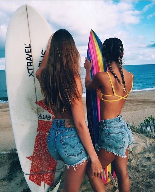 Hey would you happen to know who these two girls are?? Or maybe where this pic is from... Like their Instagram? I've been looking for the source of this pic for forever!