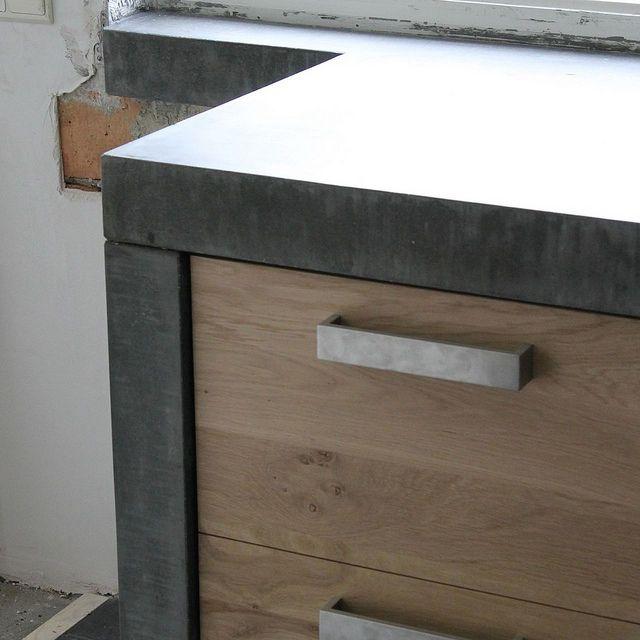 Massief eiken houten keuken met ikea keuken kasten door Koak design in de stijl van piet boon en paul van de kooi met een betonnen blad beton keukenblad aanrecht by Koak Design, via Flickr