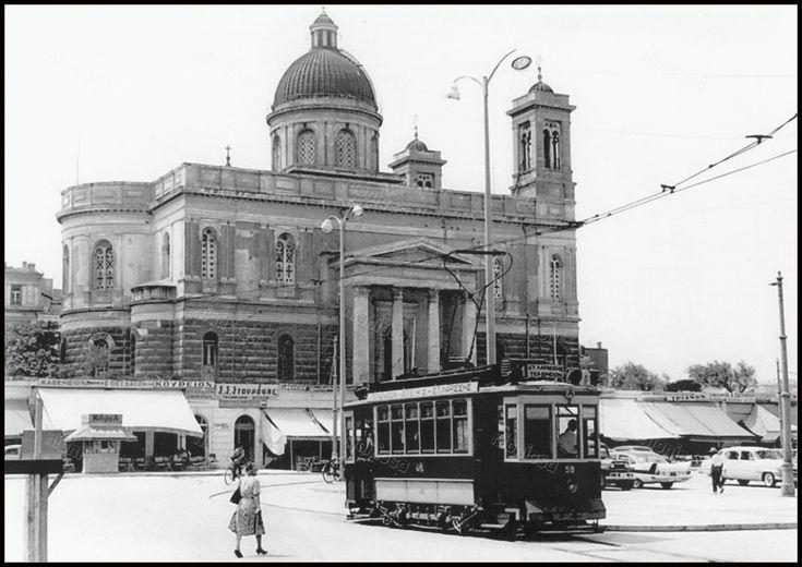 https://flic.kr/p/DLXng4 | Το τραμ της Παραλίας μπροστά από τον Ι.Ν. του Αγίου Νικολάου.