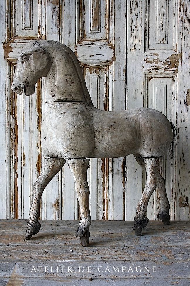 Wooden Horse atelier De Campagne Decoration inspiration white shabbychic french brocante vintage distressed vignettes display
