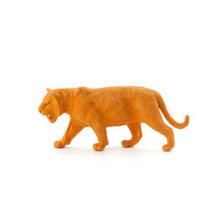Une chouette gomme originale orange en forme de tigre !Pour compléter votre collection de gommes animaux de la jungle (gomme éléphant, gomme gorille, gomme rhinocéros, gomme ours...). Ce tigre prendra rapidement place sur un bureau d'enfant et gommera toutes ses petites fautes et ses traits de crayon en dehors des contours de ses coloriages. Cette gomme tigreorange de 11 cm entrera facilement dans sa trousse pour que le félin y ronronne au chaud !Attention, ce gros chat ne souhaite pas être…