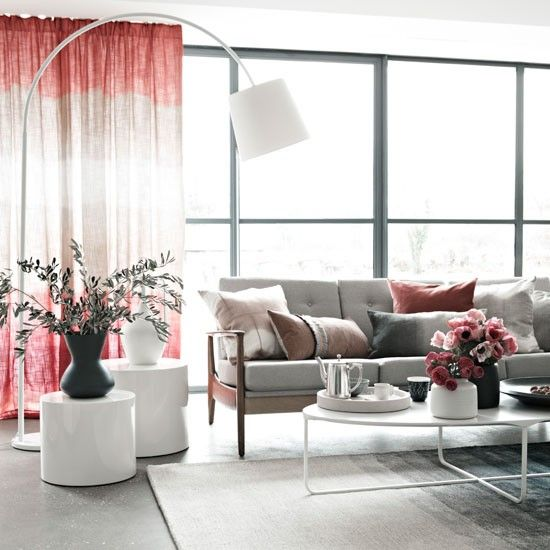 Relaxing pink living room