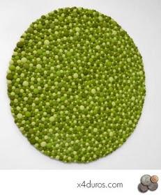 x4duros.com: Diy: Cómo hacer una alfombra de bolas de fieltro