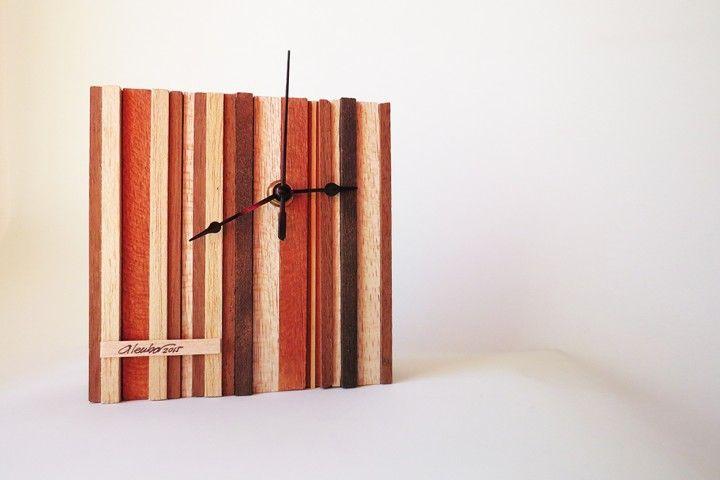Reloj Collage listones maderas.   Alto 15cm x 15cm x 5cm.   Colores a elección.