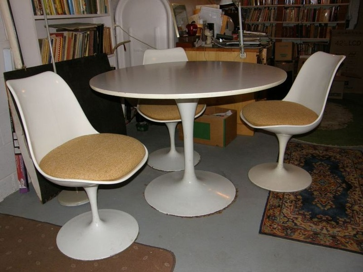 On Kijiji Montreal Vintage White Tulip Table Four Chairs With Wheat Colour Cushions In The Style