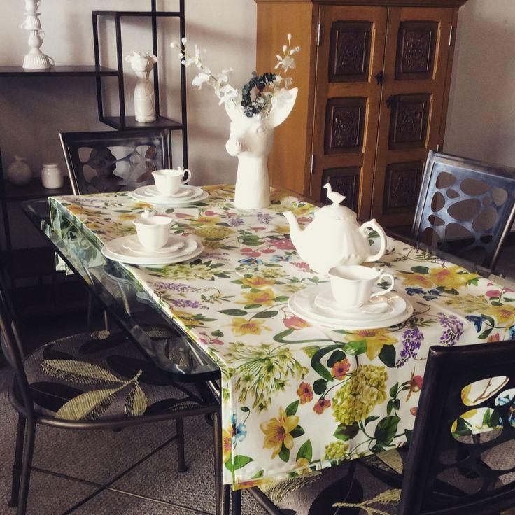 Ideas para decorar tu mesa en días especiales. Los tonos neutros como el blanco van perfectos en tu mesa. Te invitamos a que conozcas nuestra colección #diseñoOrganico #ceramica #cienporcientocolombiano #decor #hogar #mesa #comedor  #home #decoración #casa #diseñointerior #diseño #arte #ceramica #interiordesign #cozyhome