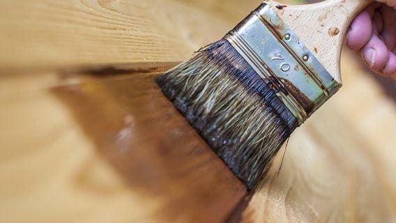 Comment Faire Un Lit En Bois De Grange : un effet vieux bois? Apprenez comment le faire avec de la teinture et