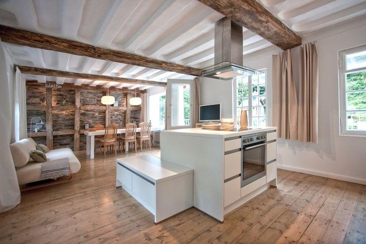 Bleibe - Tuchmacherhaus in Monschau: 3 Schlafzimmer, für bis zu 7 Personen, ab 741 € pro Woche. Fachwerkhaus aus dem 18. Jhdt., modernes Design, Flusszugang   FeWo-direkt